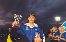 Loza with his award